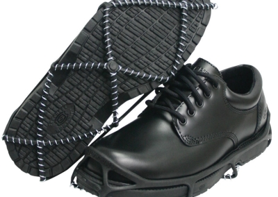 yaktrax-walker-black-shoes